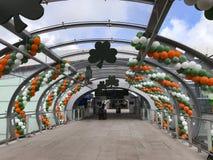 Decoraciones del día de St Patrick en Dublin Airport fotografía de archivo libre de regalías