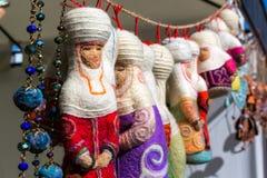 Decoraciones del fieltro del Kazakh bajo la forma de muñecas Foto de archivo libre de regalías
