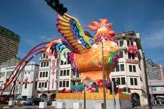 Decoraciones del gallo en la calle singapurense Fotografía de archivo libre de regalías