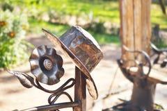 Decoraciones del hierro del banco en un parque Fotografía de archivo libre de regalías