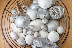 Decoraciones del invierno en un cuenco Imágenes de archivo libres de regalías