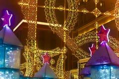Decoraciones del nuevo-año de Moscú y luces de la ciudad en la Navidad Imagenes de archivo