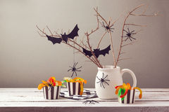 Decoraciones del partido de Halloween con las arañas Imagen de archivo