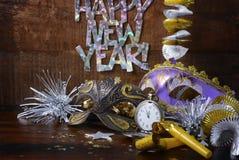 Decoraciones del partido de la Feliz Año Nuevo Fotos de archivo