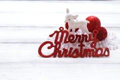 Decoraciones e inscripción del día de fiesta: Feliz Navidad Fotografía de archivo libre de regalías