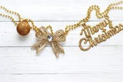 Decoraciones e inscripción del día de fiesta: Feliz Navidad Fotos de archivo libres de regalías