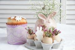 Decoraciones e invitaciones de Pascua Fotos de archivo libres de regalías