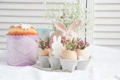 Decoraciones e invitaciones de Pascua Imagenes de archivo