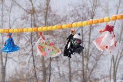 Decoraciones en el cielo durante las guirnaldas de los días de fiesta Imágenes de archivo libres de regalías