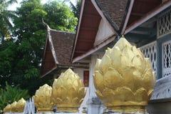 Decoraciones en el templo Wat Xieng Thong Foto de archivo