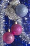 Decoraciones festivas del árbol de navidad Foto de archivo libre de regalías