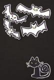 Decoraciones gato y palos de Halloween verticales Imágenes de archivo libres de regalías