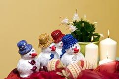 Decoraciones hechas en casa de los muñecos de nieve Imagenes de archivo