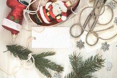 Decoraciones hechas a mano de la Navidad de la preparación de la Navidad (pedazo) Imagenes de archivo