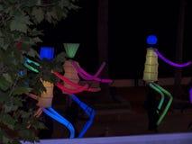 Decoraciones ligeras de las marionetas y de la Navidad en la ciudad de Nerja España Imagen de archivo