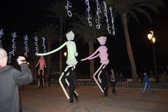Decoraciones ligeras de las marionetas y de la Navidad en la ciudad de Nerja España Fotografía de archivo