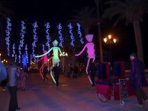 Decoraciones ligeras de las marionetas y de la Navidad en la ciudad de Nerja España Foto de archivo libre de regalías