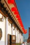 Decoraciones lunares del Año Nuevo en un templo budista Fotos de archivo libres de regalías