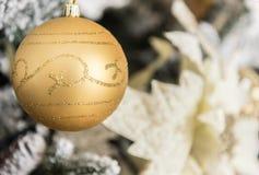 Decoraciones modernas de la Navidad foto de archivo