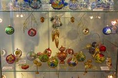 Decoraciones modernas de la Navidad, pintadas en el tradit popular ruso Fotos de archivo libres de regalías