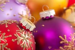 Decoraciones multicoloras de la Navidad Foto de archivo libre de regalías