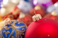 Decoraciones multicoloras de la Navidad Fotos de archivo libres de regalías