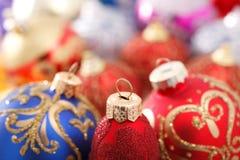 Decoraciones multicoloras de la Navidad Imágenes de archivo libres de regalías
