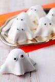 Decoraciones o aperitivos de Halloween del fantasma Foto de archivo libre de regalías