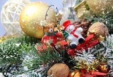 Decoraciones oso y muñeco de nieve de la Navidad Imagenes de archivo