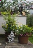Decoraciones para el jardín y el hogar Foto de archivo libre de regalías