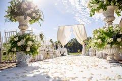 Decoraciones para la ceremonia de boda Florece el primer Foto de archivo