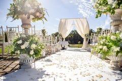 Decoraciones para la ceremonia de boda Florece el primer Imagen de archivo libre de regalías