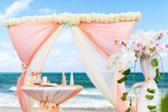 Decoraciones para las bodas en el océano Fotografía de archivo
