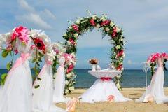 Decoraciones para las bodas en el océano Fotos de archivo libres de regalías