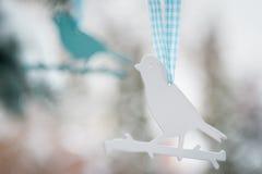 Decoraciones plásticas del árbol de los pájaros Fotos de archivo libres de regalías