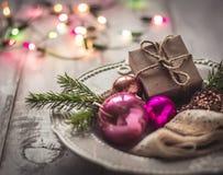 Decoraciones, regalo y bokeh de la Navidad Foto de archivo libre de regalías