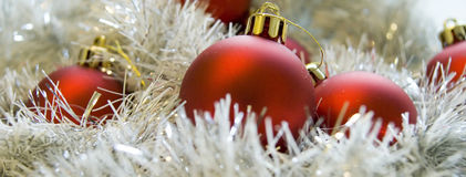 Decoraciones rojas de la Navidad fotografía de archivo libre de regalías