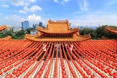 Decoraciones rojas de las linternas en el templo de Thean Hou en Kuala Lumpur, Malasia Foto de archivo libre de regalías