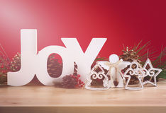 Decoraciones rojas y blancas de la tabla de la Navidad del tema Fotos de archivo