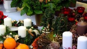 Decoraciones y guirnaldas de la Navidad Imágenes de archivo libres de regalías
