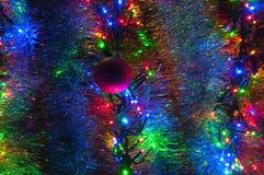 Decoraciones y luces de la Navidad Fotos de archivo