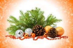 Decoraciones y malla naturales de la Navidad tarjeta Fotografía de archivo libre de regalías
