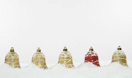 Decoraciones y nieve de Bell de la Navidad Imagen de archivo libre de regalías