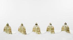 Decoraciones y nieve de Bell de la Navidad Imagen de archivo