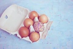 Decorado um ovo - tema da Páscoa Imagem de Stock