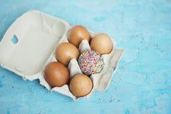 Decorado um ovo - tema da Páscoa Foto de Stock Royalty Free
