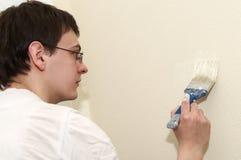 Decorador do trabalhador do pintor com escova Imagens de Stock
