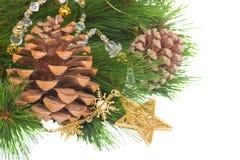 Decorações de Chrismas e cones do pinho Foto de Stock