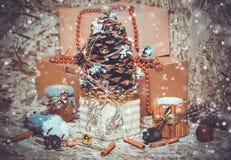 Decorações do ano novo Árvore de Natal, canela Imagens de Stock Royalty Free