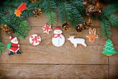 Decorações do Natal com cookies do Natal Fotografia de Stock Royalty Free